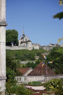 Burgund, Frankreich, Grancey-le-Chateau Neuville, Kirche, verwendet in|Kalender 2010